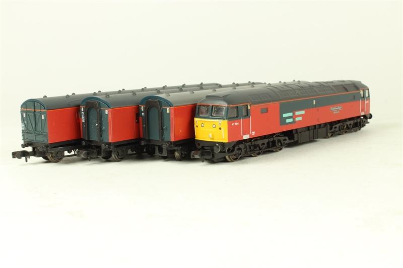 370-125-U-01 Class 47 47734 and 3 post coaches - split