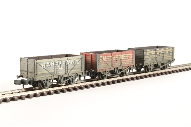 377-097 Graham Farish N Coal Trader Pack 7 Plank Private Owner Wagons Weathered