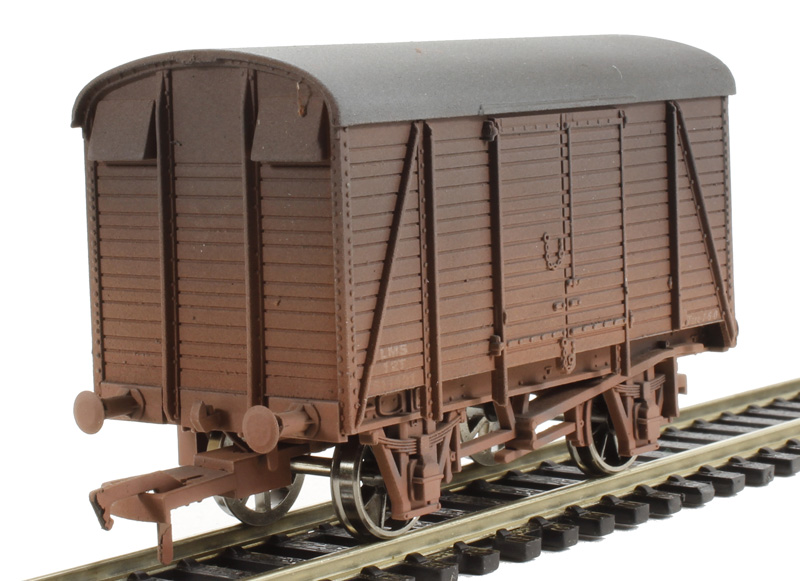 d60c7f9471 hattons.co.uk - Dapol 4F-021-004 Box van 611421 LMS - weathered