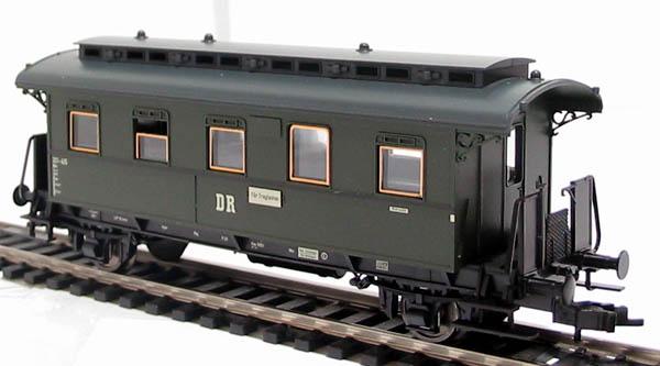 5772 Epoch III 3rd class 4 wheel coach in East German DDR green livery £17