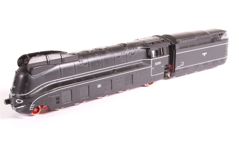 7172-PO Class 01.10 with Oiltender of the DB, Epoch III - Pre-