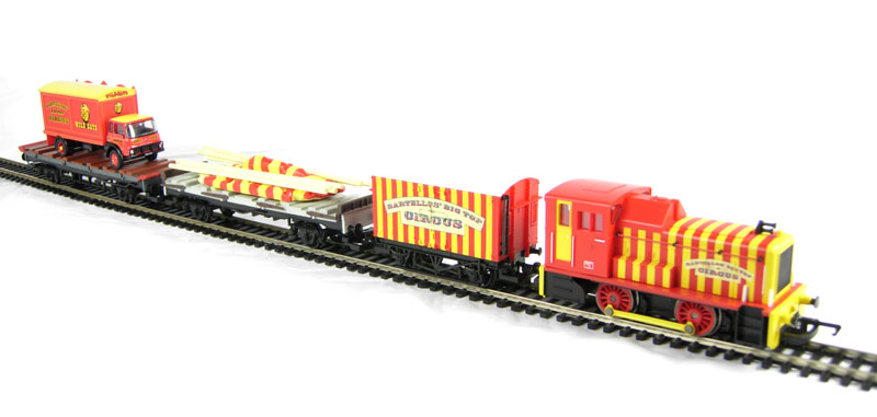 Hattons Co Uk Hornby R1107 Circus Train Big Top Circus