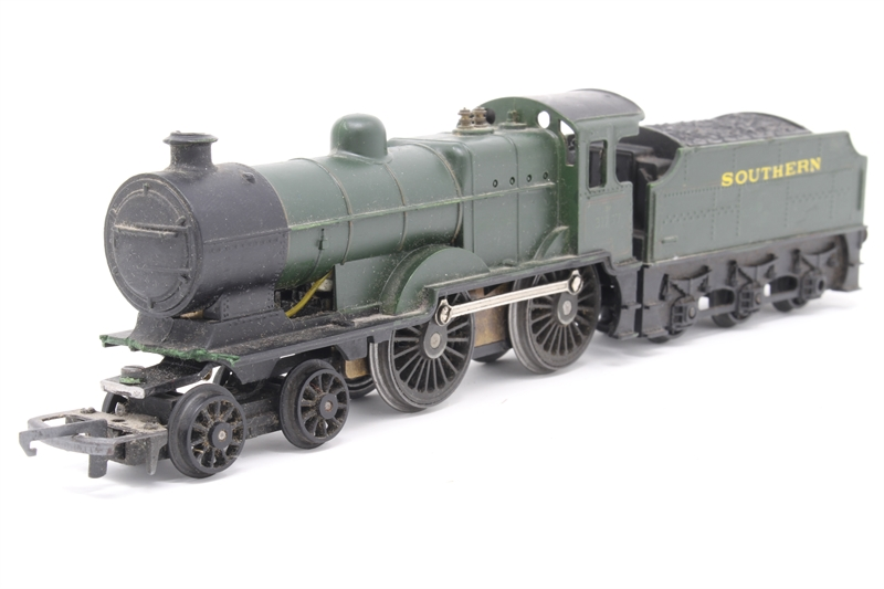 Class L1 4-4-0 1757 in SR Green - Pre-owned - front of buffer beam detached  - poor runner - decals missing - replacement box