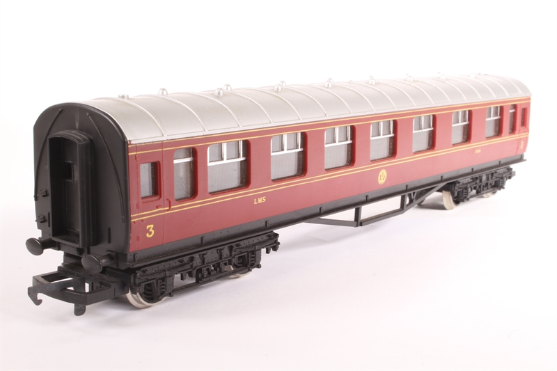 Coupler Detail On The Roof : Hattons hornby r sd l m s composite coach
