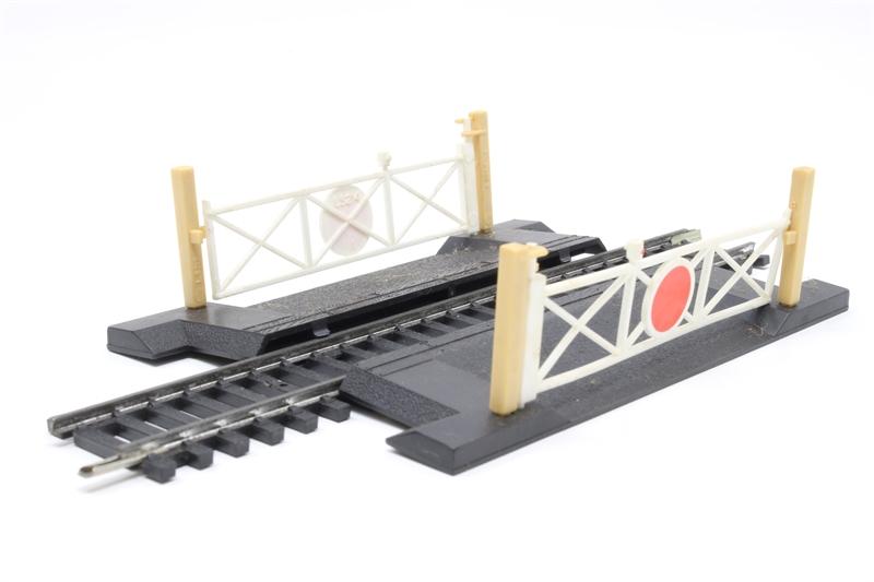 Hornby Single Track Level Crossing R645