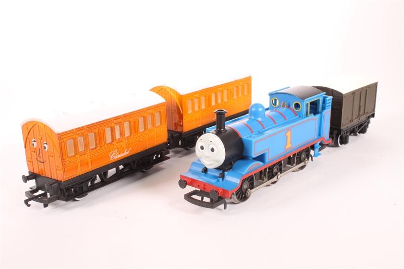 hattons co uk - Hornby R9087-SD Train pack Thomas, Annie