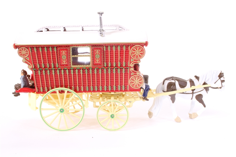 hattons co uk - Matchbox YSH1-PO Horse drawn Gypsy Caravan