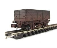 "Dapol 2F-071-002 7 plank wagon ""BR"" - weathered"