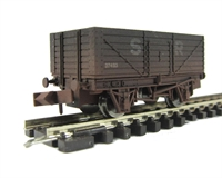 "Dapol 2F-071-006 7 plank wagon ""SR"" - weathered"