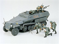 Tamiya 35020 Hanomag Sd.Kfz. 251/1 halftrack with 5 figures