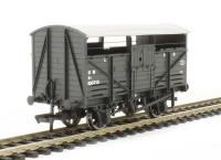 Bachmann Branchline 37-711C 8 Ton cattle wagon in GWR dark grey