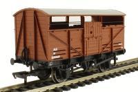 Bachmann Branchline 37-713 8 Ton ale wagon in BR bauxite