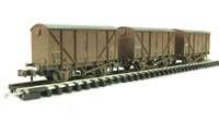 Graham Farish 377-635 Triple pack 12 Ton BR plywood fruit van BR bauxite early - weathered