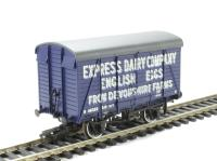 Bachmann Branchline 38-072 12 ton Southern 2+2 planked ventilated van in Express Dairies Eggs livery