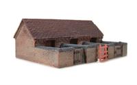 Graham Farish 42-105 Red Brick Pig Stye (57 x43 x 51mm)