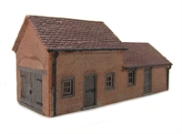 Graham Farish 42-106 Red Brick Carthouse & Stables (79 x 28 x 35mm)