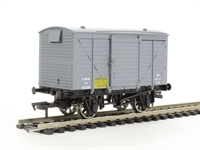 Dapol 4F-011-007 Ventilated van in LMS fruit livery