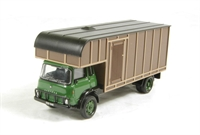 Oxford Diecast 76TK006 Bedford TK Horsebox in green/brown