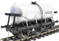 Dapol 7F-031-004 6-wheel milk tanker in 'United Creameries' livery
