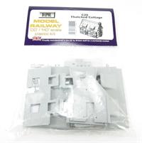 Dapol C020 Thatched Cottage plastic kit