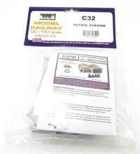 Dapol C032 Petrol Station plastic kit