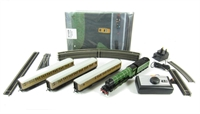 Hornby R1167 Flying Scotsman Set with 3 x LNER coaches (loco has 3-pole motor)