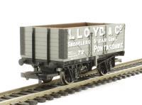 Hornby R6652 7 plank wagon 'Lloyd & Co'