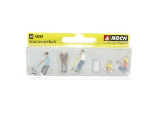 15586Noch Gardening - 5 figures & accessories £8.50
