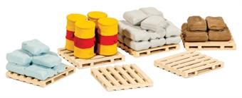 221 Pallets, sacks and barrel loads