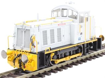 "2916 Class 07 shunter 07005 ""Langbaurgh"" in ICI Wilton grey and orange"
