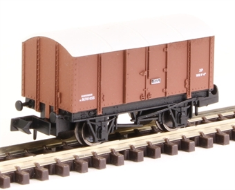 2F-013-059 4-wheel gunpowder van M701055 in in BR livery £8.50