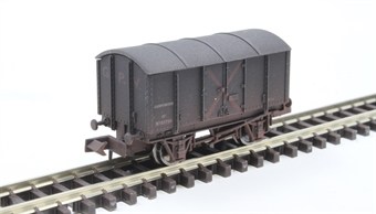 2F-013-066 4 wheel Gunpowder van W105730 in GWR grey - weathered