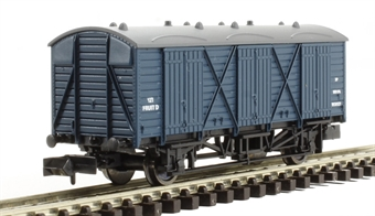 2F-014-007 Fruit D wagon #W38121 in BR blue with dark grey roof