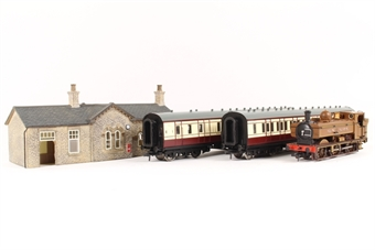 30-575 The Railway Children Train Pack with GWR 57xx Pannier in GNSR livery, 2 x GNSR Coaches & Scenecraft Oakworth Station Building