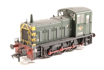 31-361A-PO02 Class 03 Shunter D2009 in BR Green with Late Crest with Wasp Stripes - Pre-owned - wobbly runner - glue mark on cab step. imperfect box £48