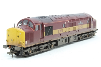 32-381R-PO03 Class 37/5 37251 'English China Clays' in EWS Red & Yellow Livery - Limited Edition for Kernow MRC - Pre-owned - Like new