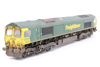32-725Y-PO02 Class 66 66552 'Maltby Raider' in Freightliner Green & Yellow Livery- Limited Edition for Rails of Sheffield Model Centre  - Pre-owned - poor runner, weathered, imperfect box