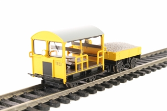 32-992 Type 27 Wickham Trolley and trailer TR23 in BR engineers yellow