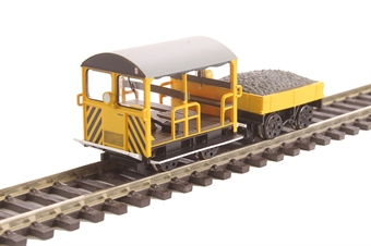 32-993 Type 27 Wickham Trolley and trailer MPP0007 in BR engineers yellow with wasp stripes