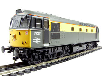 """3332 Class 33/2 diesel 33201 in Engineers grey & yellow """"Dutch"""" livery"""