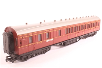 34-275-PO 57ft Corridor 3rd brakend coach in BR crimson & cream - Pre-owned - damaged corridor connector- imperfect box