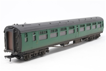 34-529-PO06 Bulleid 63ft corridor 2nd coach in BR(SR) green - Pre-owned - lightly weathered - replacement box £21