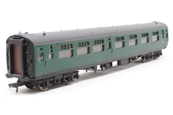 34-550B-PO04 63ft Bulleid corridor composite in BR green (yellow 1st line) - Pre-owned - repainted on one side - imperfect box