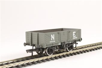 37-069 5 plank wagon 132701 in NE grey