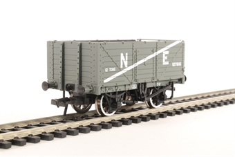 37-089 7 plank wagon with end door 127916 in LNER grey
