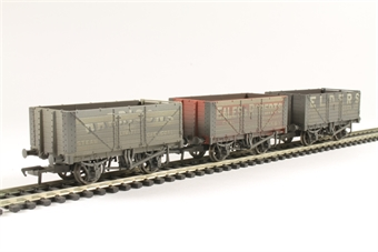 37-095A Pack of 3 7-plank 'Coal trader' private owner wagons - weathered
