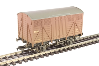 37-754D 12 ton ventilated fruit van in BR bauxite - weathered