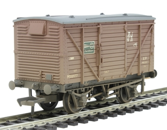 37-805 12 ton ventilated van M518977 in BR bauxite with ICI fertilizer branding - weathered