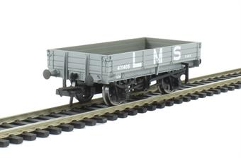 37-933 3 plank wagon in LMS grey