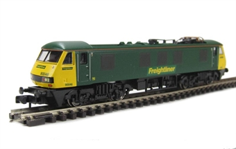 371-777 Class 90 electric 90046 Freightliner livery.